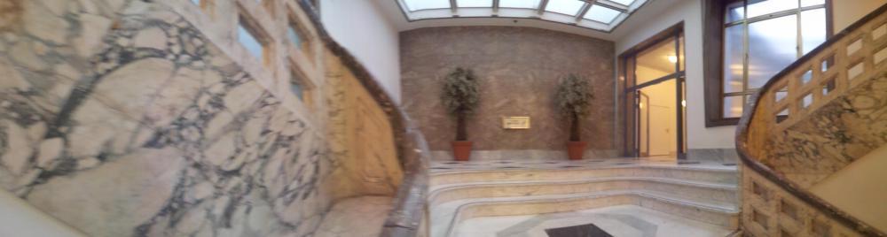 Eingangsbereich in marmor kolonial wohnzimmer in weiss - Kolonial wohnzimmer ...