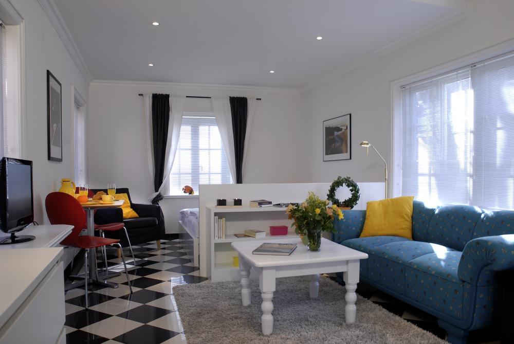 Modernes wohnzimmer modern wohnzimmer in weiss for Eingerichtete wohnzimmer modern