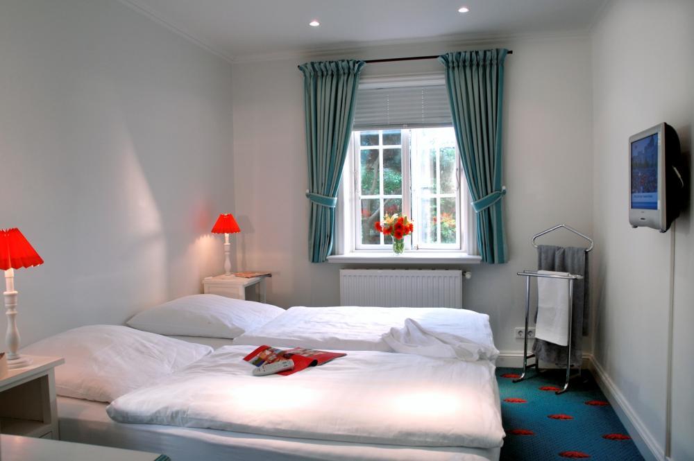 Schlafzimmer landhausstil blau  Blau im schlafzimmer wirkung ~ Übersicht Traum Schlafzimmer