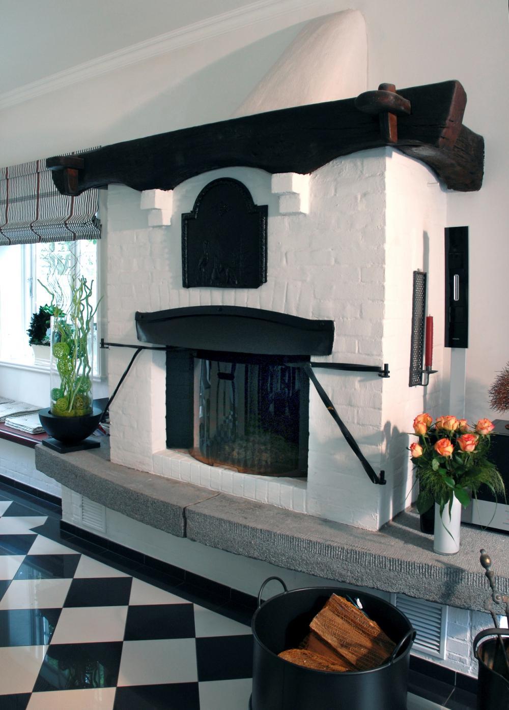W rmende moderne modern wohnzimmer in schwarz for Eingerichtete wohnzimmer modern