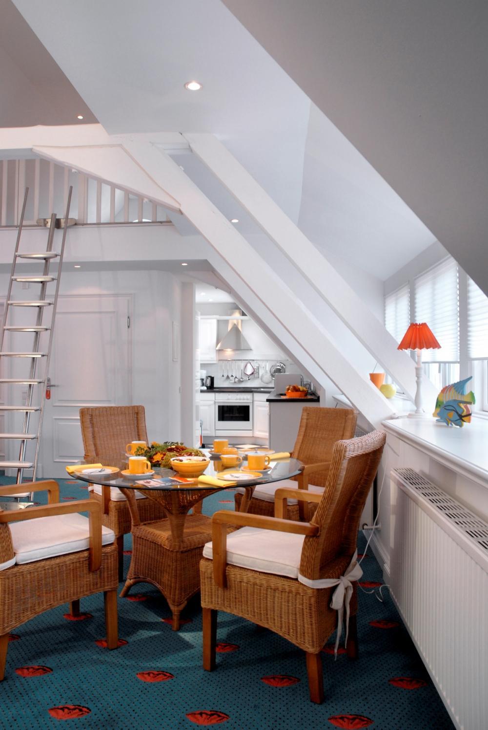 Strahlender Landhausstil Wohnzimmer Landhaus in Weiss