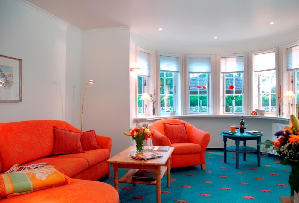 Orange macht fröhlich Landhaus Wohnzimmer in Blau ...