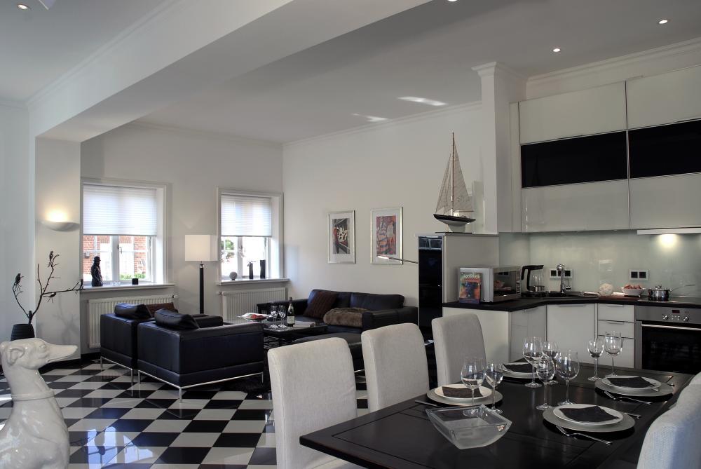 Schwarz-weißes Küchenduell Kueche Modern in Schwarz