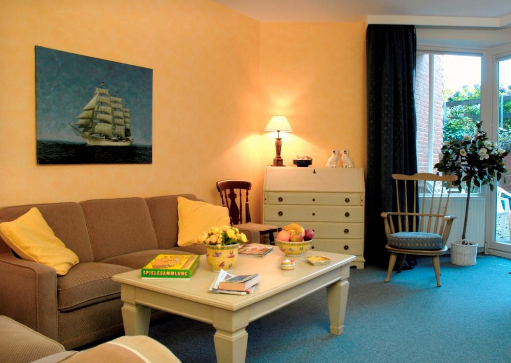 land trifft meer maritim wohnzimmer in gelb. Black Bedroom Furniture Sets. Home Design Ideas